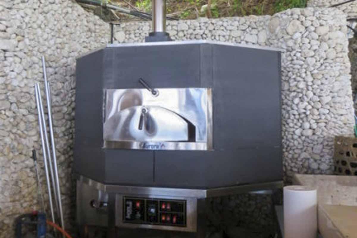 Aurora 120 black Oven Pizza Brick Lava Stones Wood Gas Bali Indonesia Asia 400 021