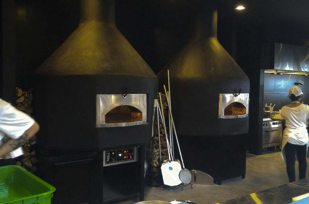 Aurora 120 blackcustom Oven Pizza Brick Lava Stones Wood Gas Bali Indonesia Asia 500 045