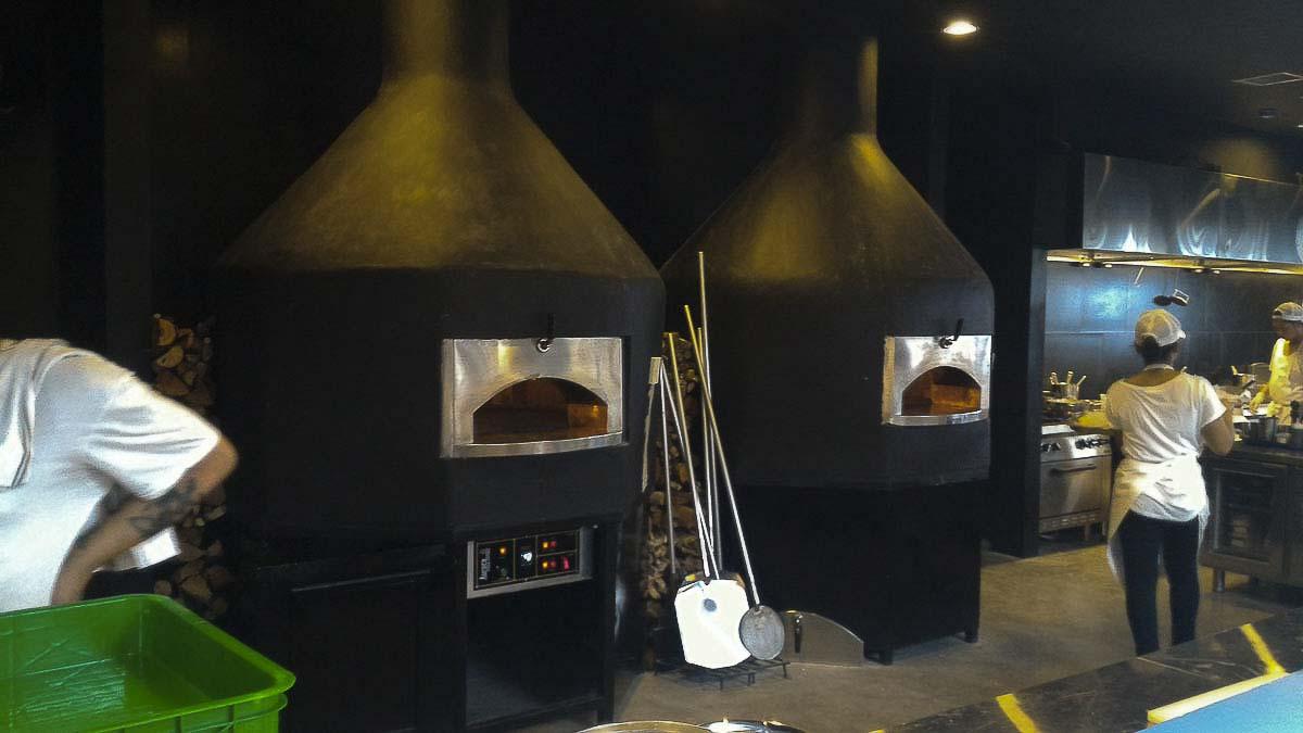 Aurora 120 blackcustom Oven Pizza Brick Lava Stones Wood Gas Bali Indonesia Asia 500 045