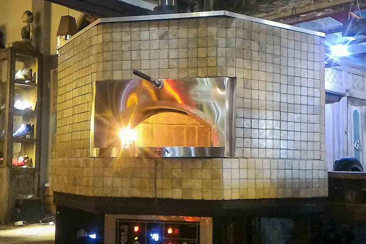 Aurora 120 brown Oven Pizza Brick Lava Stones Wood Gas Bali Indonesia Asia 400 037
