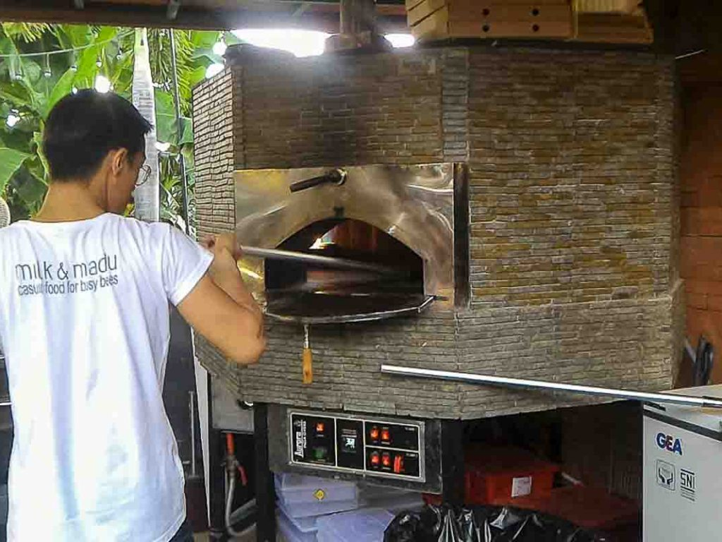 Aurora 120 brown Oven Pizza Brick Lava Stones Wood Gas Bali Indonesia Asia 400 061