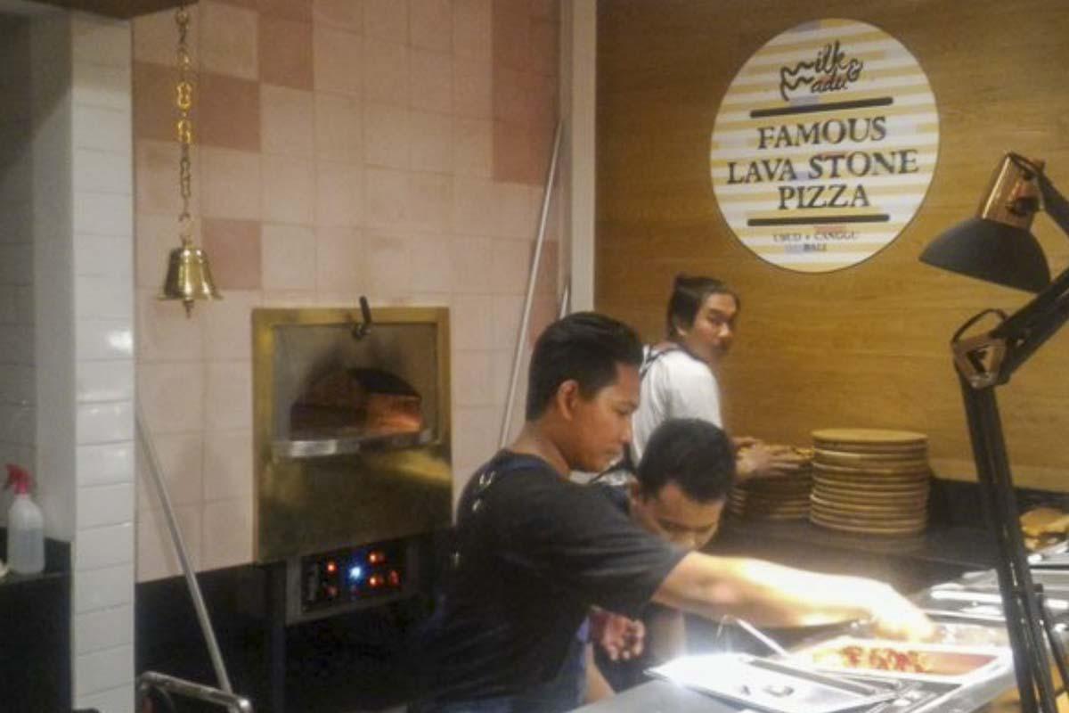 Aurora 120 white Oven Pizza Brick Lava Stones Wood Gas Bali Indonesia Asia 500 023